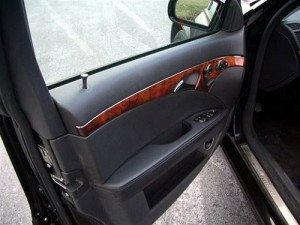 На фото - правильно отрегулированная дверь автомобиля, autoshcool.ru