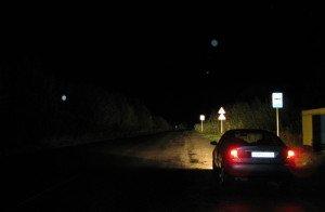 Фото освещения фарами ночной дороги, enkin.ru