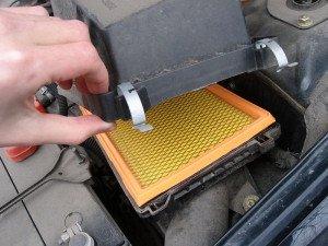 Фото расположения воздушного фильтра автомобиля, autoporada.com