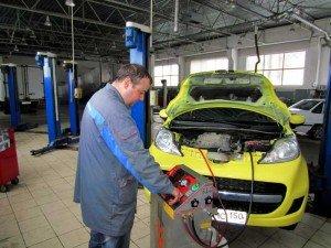 На фото - замер давления жидкости АКПП, bcs-autostyle.ru
