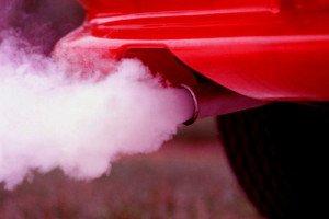 На фото - сиреневые выхлопные газы, hondavodam.ru