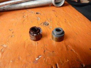 На фото - изношенные колпачки маслосъемные, avto3.com