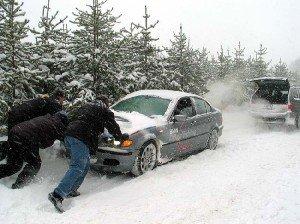 Фото завода двигателя авто в мороз с толкача, drive102.ru