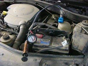 На фото - диагностика системы охлаждения авто, checkengine-spb.ru