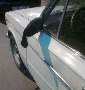На фото - носок на зеркале авто, gurme.biz