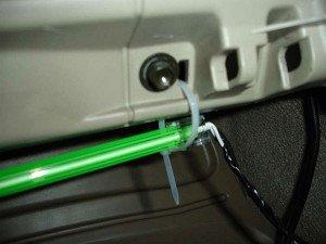 Фото подключения неоновой лампы в салоне авто, avtomotospec.ru