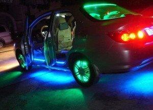 На фото - автомобиль с неоновой подсветкой, myblaze.ru
