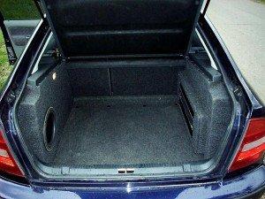 Фото места в багажнике под сабвуфер, octavia.narod.ru