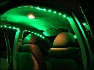 На фото - качественная светодиодная подсветка в салоне авто, elwo.ru