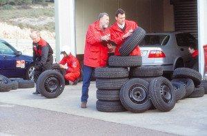 На фото - подбор размера летних шин авто, renta-sibir.ru
