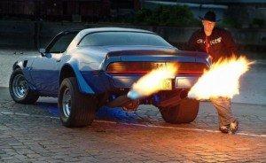 Фото пламени из выхлопной трубы авто, wrw.if.ua