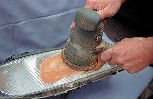 Фото полировки отремонтированной фары, autocentre.ua