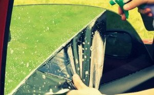 Фото снятия тонировки мыльным раствором, autoevacuator.com.ua