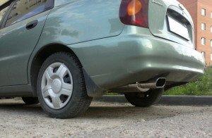 На фото - автомобиль с прямоточным глушителем, drive2.ru
