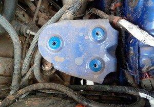 Фото снятия прижимной пластины аккумулятора, auto-lifan.ru