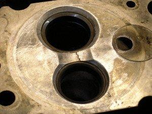 Фото трещин в головке блока цилиндров, motortehn.ru