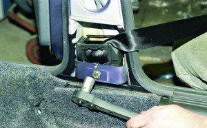 На фото - неисправность катушки ремня безопасности, лада2111.рф