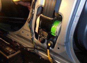 Фото замены ремня безопасности в автосалоне, abw.by