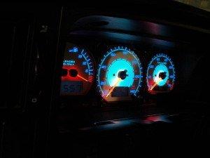 На фото - приборная панель с новой подсветкой, forums.vwvortex.com