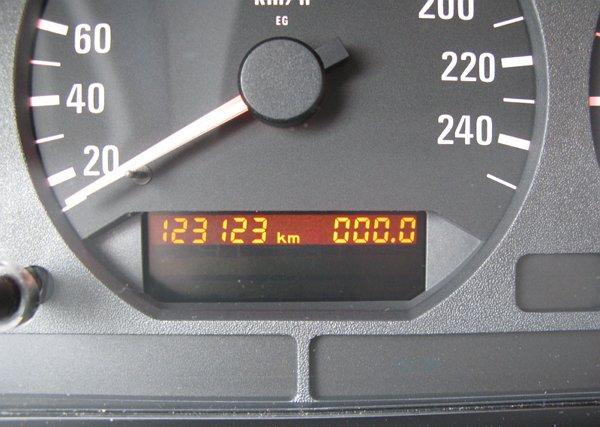Электронные одометры Схема-авто поделки для авто 100