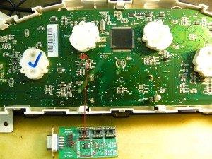 Фото модифицированной микросхемы памяти одометра, blog.bestavto.dn.ua