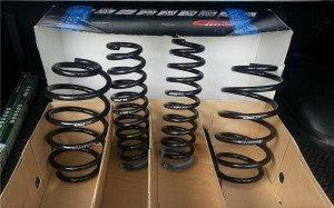 На фото - новые пружины автомобиля, sportage3.ru
