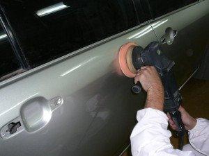 На фото - шлифовка хромированных деталей авто, autoshcool.ru