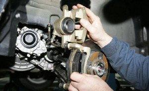 Фото диагностики тормозной системы автомобиля, autoservis74.ru