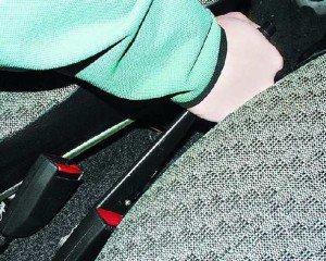 Фото проверки хода рычага стояночного тормоза, remontauto-vaz.ru