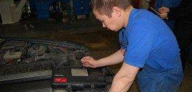 На фото - компьютерная диагностика двигателя автомобиля, avto-stop.com