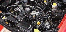 На фото - под капотом находится оппозитный двигатель, old.avtomir.com