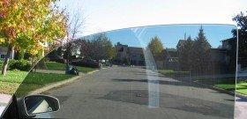На фото - на стекле наклеена тонировочная пленка, residentialwindowtint.co