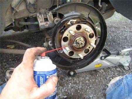 Поршень тормозного суппорта и другие элементы устройства 64