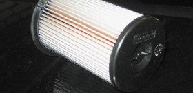 На фото - топливный фильтр дизельного авто, auto-mart.su
