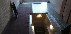 На фото - свет в смотровой яме гаража, rx7fb.com