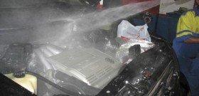 На фото - мойка двигателя автомобиля, clublexus.com