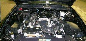 На фото - двигатель автомобиля после мойки, nycautodetailing.com