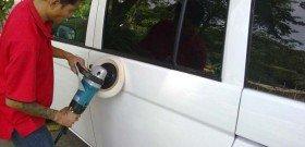 На фото - полировка автомобиля машинкой, perfectcarwash.webs.com