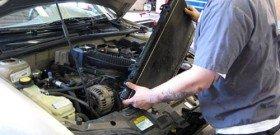 На фото - замена радиатора системы охлаждения двигателя, kolomna-autoklimat.ru