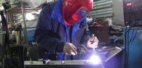 На фото - ремонт радиатора двигателя сваркой, remont-radiatorov83832922773.taba.ru