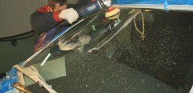 Фото полировки лобового стекла от царапин, avtomobile.cc