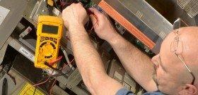 На фото - ремонт схемы пуска асинхронного двигателя, emrco.com