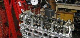 На фото - регулировка клапанов на дизельном двигателе, streetrace.mail333.com