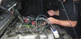 На фото - процесс регулировки клапанов на дизельном двигателе, common-rail.ru
