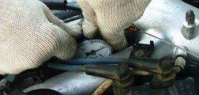 Фото измерения компрессии дизельного двигателя грузовика, autogazeta.by