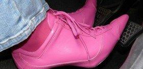 Фото - в такой обуви свободного хода педали тормоза не хватит, young.rzd.ru