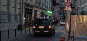 Фото - знак сужение дороги справа, pdd.ua