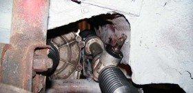 На фото показана регулировка рулевой рейки, avtoservis98.ru