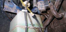 На фото - бачок для насоса омывателя лобового стекла, duk63.narod.ru