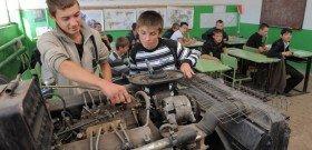 На фото - поиск причины перегрева дизельного двигателя, oreninform.ru